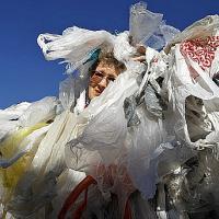 Пластык у рознічным гандлі: як сысці з крамы без пакета?