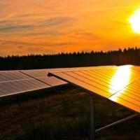 Солнечный дайджест: самолёты от Facebook, альянс «Tesla» и колесо обозрения на энергии солнца