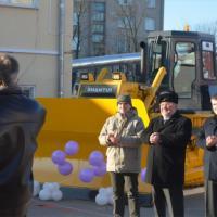 В Пуховичском районе со стихийными свалками будут бороться с помощью бульдозера, подаренного Представительством ЕС в Беларуси