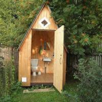 Компостный туалет и выгребная яма. Разбираемся, какой сельский туалет экологичнее