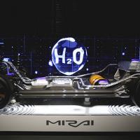 Toyota бесплатно раскроет патенты на первый в мире водородный автомобиль