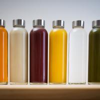 Пластик vs стекло: Из чего можно пить без вреда для здоровья и Мирового океана?