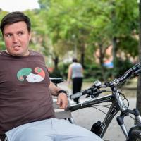 Почему беларус из Берлина продал престижное авто и пересел на велосипед?