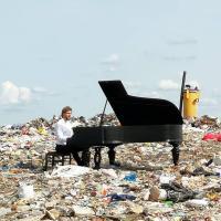«Рояль на свалке» поможет избавиться от мусора