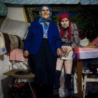 «Люди в Хойниках говорят, что все равно здесь будут жить». В Минске прошел показ фильма «Бабушки Чернобыля»