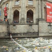 Вернуть природу городу. Как немцы очистили канал реки Шпрее и теперь в ней купаются