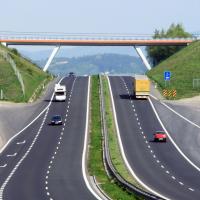 Скоростную дорогу из 6 миллионов тонн мусора построили в Китае
