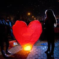 Комикс на День всех влюблённых о китайском фонарике