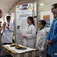 Говорящая мусорка, съедобная обёртка и диетический хлеб — в Минске представили «зелёные» ноу-хау