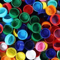 «Новая жизнь в обмен на крышечки» планирует собирать пластиковые крышки, чтобы помогать тяжело больным детям