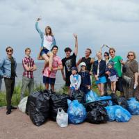 На страже мусора. Как брестский активист в Питере совместил бег и балет с уборкой