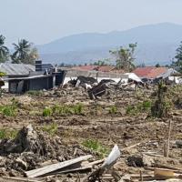 Землетрясение, цунами, извержение вулкана. Индонезия, живи!