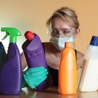 «Небезопасные при определенной концентрации». Как бытовая химия вредит окружающей среде