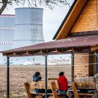 Фотофакт. Беларус открыл хостел с видом на Островецкую АЭС