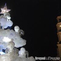 В Каунасе главную елку сделали из пластиковых стаканчиков