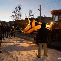 Видеотрансляция из Котовки: трактор «Зеленстроя» направили прямо в толпу