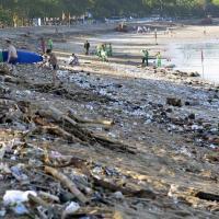 На Бали объявили режим чрезвычайной ситуации из-за мусора в океане