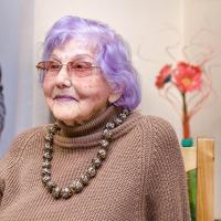 93-летняя минчанка приглашает оторваться от телефонов и посетить уникальную выставку в БНТУ
